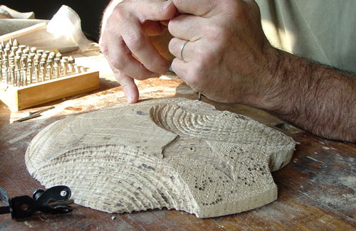 Jean-François carves one piece of the oak sculpture.